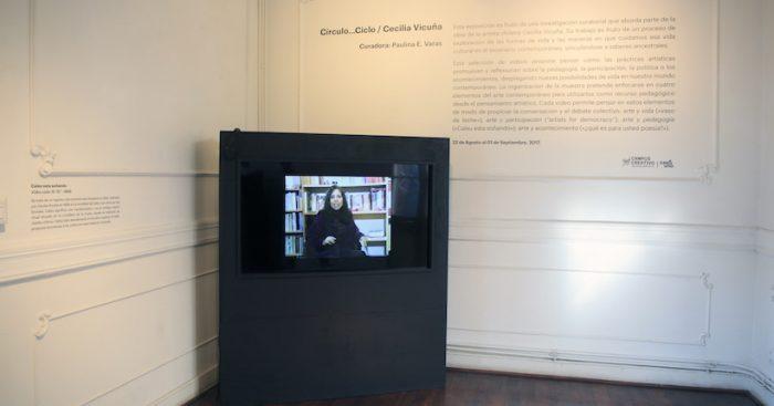 Exposición 'Círculo…Ciclo / Cecilia Vicuña' en Galería Casa Uno del Campus Creativo UNAB