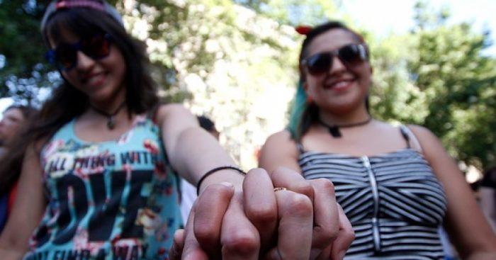 Agrupación lésbica acusa que gobierno las dejó fuera de campaña contra brutal aumento de VIH