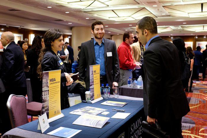 Escuelas de negocios del mundo se congregarán en Santiago para seducir con MBAs a profesionales de economía