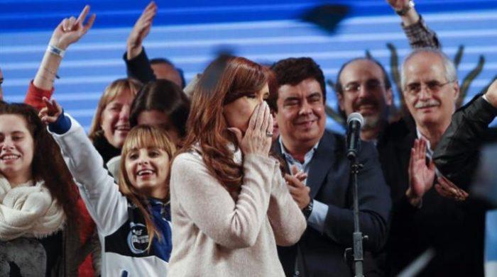 Oficialismo argentino vence en primarias, con reñido resultado ante Fernández