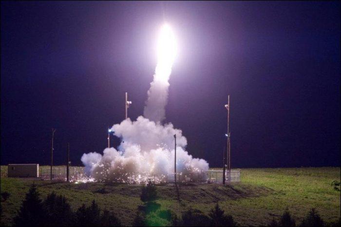 Corea del Norte lanza misil que sobrevuela Japón y cae en el Pacífico