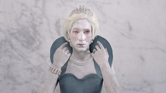 Actor interpreta a LadyDi en obra que conmemora los 20 años de su muerte