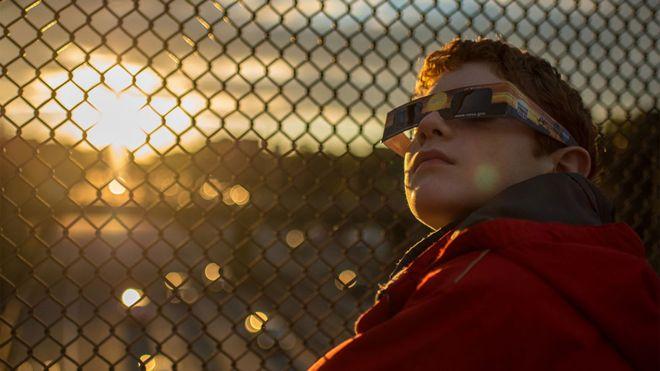 """""""Una oportunidad única en casi un siglo"""": cómo se prepara la NASA para el eclipse total de Sol que se producirá el 21 de agosto"""