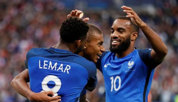 Francia recupera el mando liderado por Griezmann y hunde a Holanda por 4-0