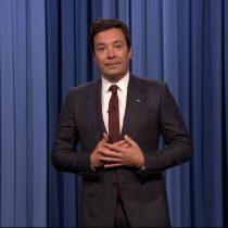 """[VIDEO] Jimmy Fallon deja de lado el humor y le envía un mensaje a Trump: """"¿Cómo explico a mis hijas el odio?"""""""