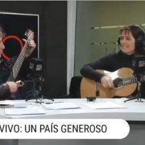 [VIDEO] El eclesiástico jingle de la campaña de José Antonio Kast guitarreado por su esposa