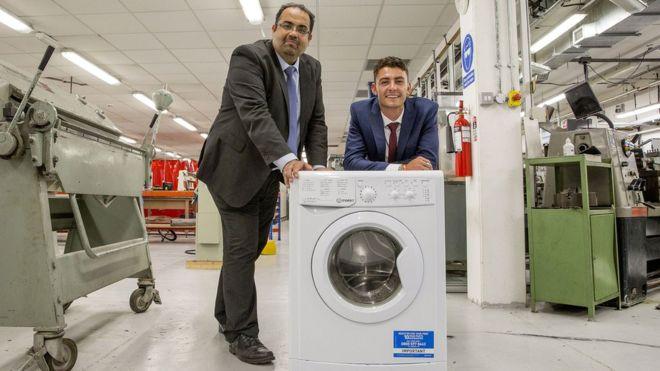 ¿Por qué nadie había pensado en esto? El sencillo invento que puede hacer a las lavadoras más ecológicas y fáciles de transportar