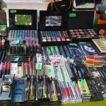 Los peligros de comprar maquillaje en la calle