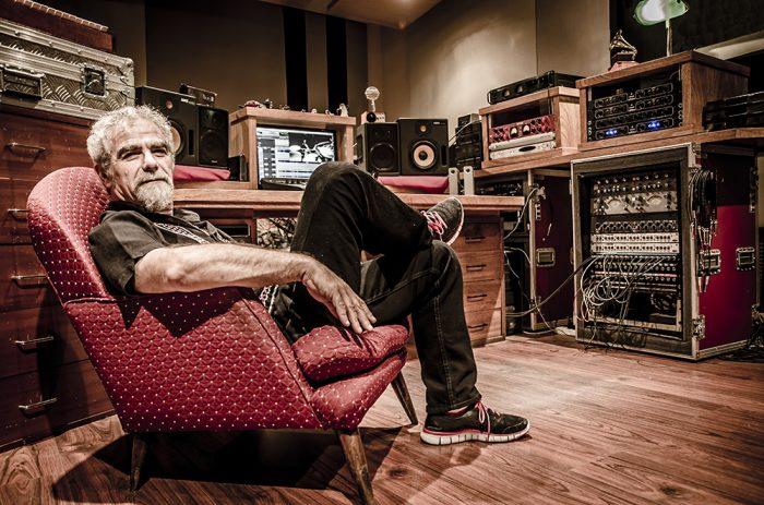 """Mario Breuer, el productor leyenda del Rock Latino: """"La música chilena tiene una madurez que les permite muchos canales de expresión"""""""