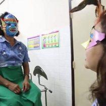 Al ginecólogo con máscara: la iniciativa para que las mujeres en Tailandia no se avergüencen por el Papanicolau