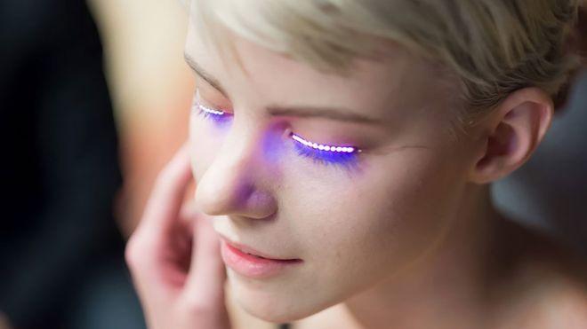 Pestañas LED, la cada vez más popular moda juvenil que es una amenaza para los ojos