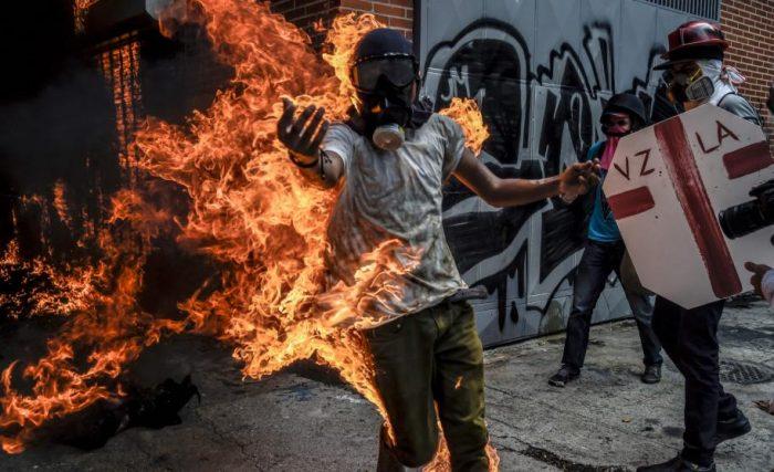 Maduro propuso ley que da cárcel a quien