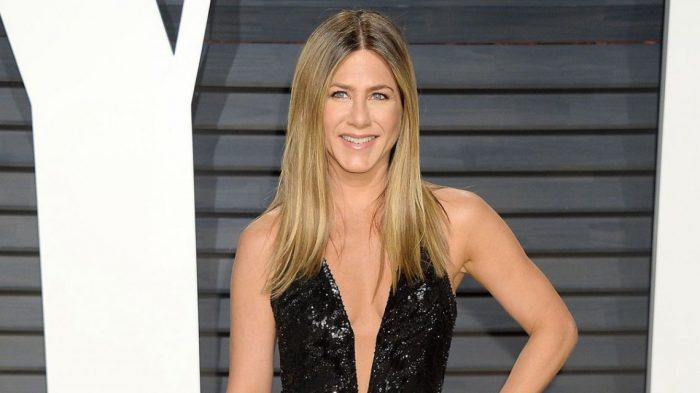 Jennifer Aniston se cansó de que criticaran el cuerpo de las mujeres y de paso se refirió a la obsesión por sus pezones