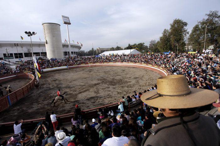 Alcalde de Ñuñoa anuncia que no habrá rodeo durante Fiestas Patrias en el Estadio Nacional