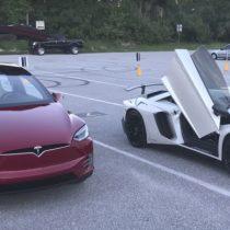 [VIDEO] Vehículo eléctrico, Model X de Tesla, le ganó en velocidad a un Lamborghini en una carrera de aceleración