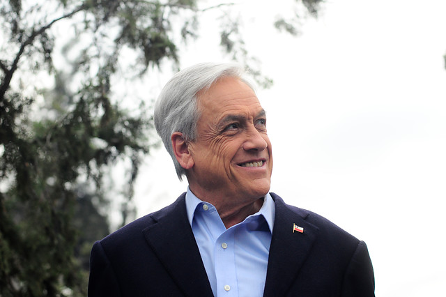Militares, pensiones y chistes malos: los fantasmas de Piñera