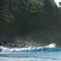Banqueros de Sanhattan hambrientos de adrenalina están detrás del boom del surf en Chile