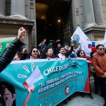 Decenas de organizaciones desfilan para alegar ante el TC a favor y en contra del aborto en tres causales