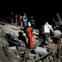 Rescatan a uno de los dos niños sepultados tras terremoto en Italia