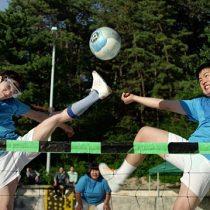 [VIDEO]  Jogku: el deporte coreano que combina voleibol con fútbol