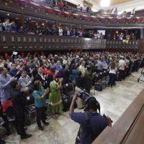 Constituyente venezolana disuelve el Parlamento y oposición la acusa de