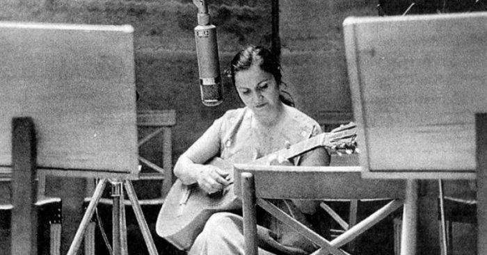 """Violeta Parra revive  en Radio U. de Santiago en voz de otras  """"Violetas"""""""
