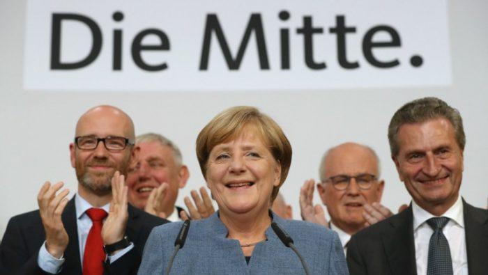 Merkel gana cuarta elección en Alemania con voto debilitado e irrupción de la ultraderecha remece Europa y pone al euro bajo presión