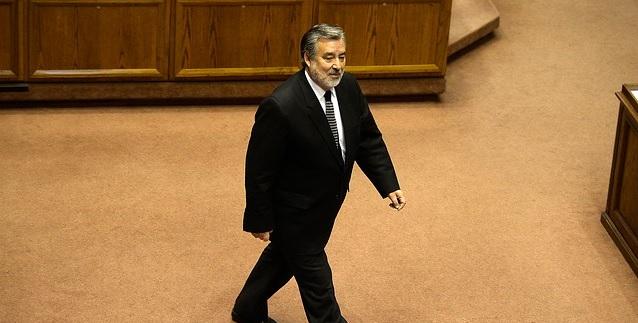 Guillier pagó con asignaciones parlamentarias informes que fueron copiados de página del Senado: fiscal Gajardo podría indagarlo por fraude al fisco