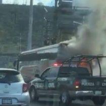 [VIDEO] Se incendia bus del Necaxa que llevaba jugadores chilenos camino a Monterrey