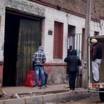40 familias de migrantes fueron desalojados por la municipalidad de Santiago