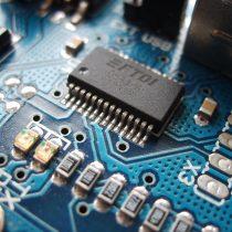 Físicos chilenos proponen desarrollo que podría mejorar la eficiencia de la electrónica
