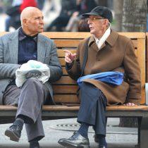 Adultos Mayores: ¿Estorbos o la cura de nuestros males?