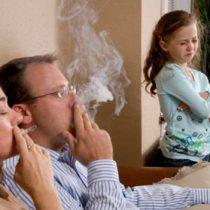 Los dormitorios de tus hijos también quedan con nicotina aunque se fume en el living