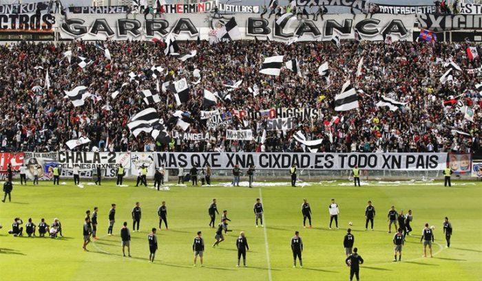 [VIDEOS] Los violentos cánticos de la Garra Blanca en contra de la Universidad de Chile y el intendente Claudio Orrego