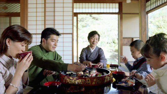 Por qué los japoneses pueden comer tantas algas y tú no