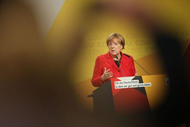 Gabinete de Merkel aprueba legislación para dejar de usar carbón