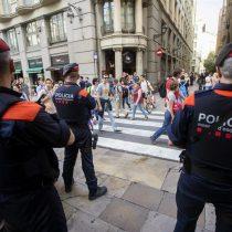 Fiscalía de Cataluña ordena a la policía catalana intervenir urnas en centros electorales