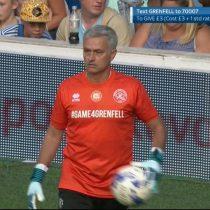 [VIDEO] Tiembla Buffon, tiembla De Gea: José Mourinho juega de arquero en partido benéfico por los afectados del incendio en Grenfell