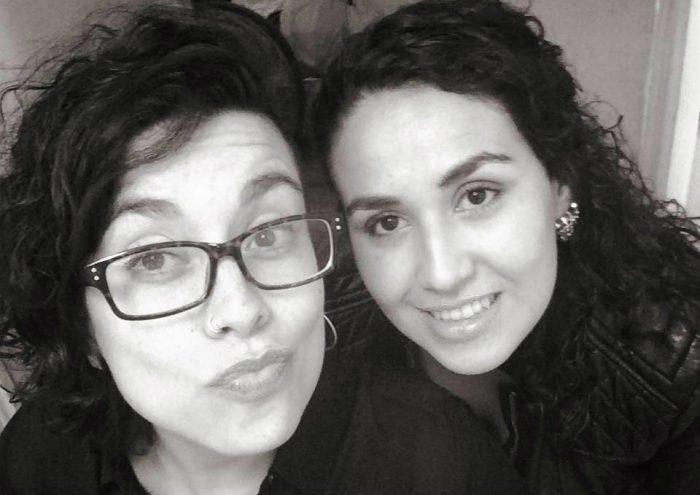 Pareja lesbiana que sufrió amenazas y golpes de su vecinos presenta querella contra responsables