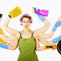 Un aumento de alrededor del 6% del PIB per cápita tendría Chile si los hombres participaran más en las labores del hogar
