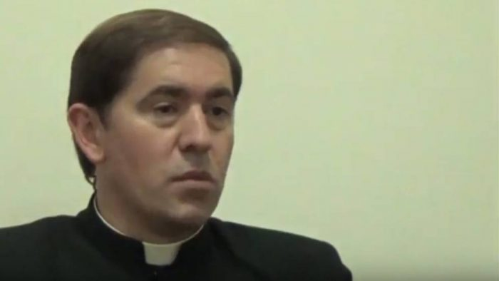 Rector de los Legionarios de Cristo deja sacerdocio tras confesar que tenía dos hijos