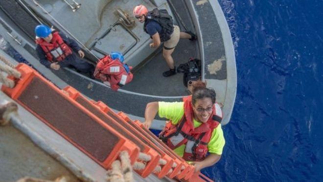 Rescatan a dos mujeres y a sus dos perros tras estar cinco meses a la deriva en el Océano Pacífico