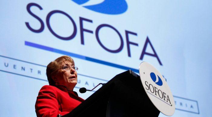 Bachelet acepta oferta de paz de Sofofa y valora