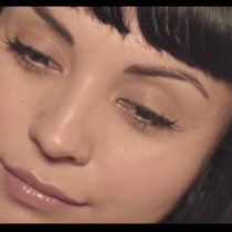 "[VIDEO C+C] Mon Laferte presenta su nuevo video ""Primaveral"""