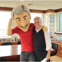 [VIDEO] La curiosa arenga de Sebastián Piñera a la Roja junto a su mascota