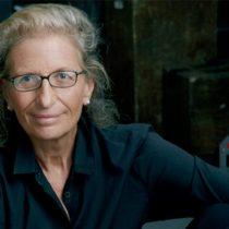 La icónica fotógrafa Annie Leibovitz lanza nuevo libro de sus famosos retratos