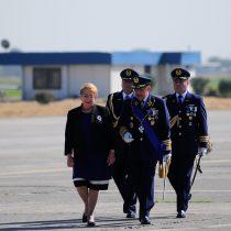 Bachelet aprueba nuevo alto mando de la FACh del que saldría quina para nuevo comandante en jefe en 2018