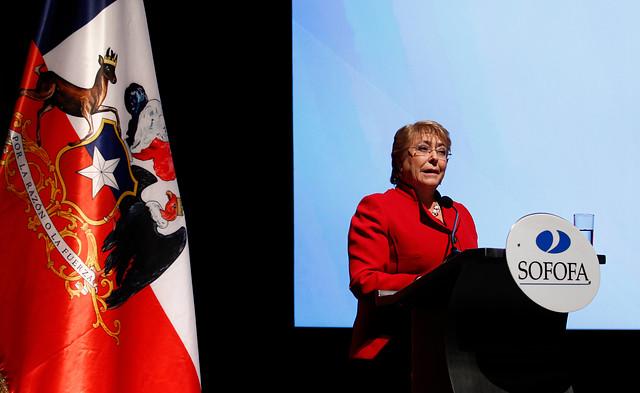 Bachelet desmiente a Piñera con informe de la propia derecha: