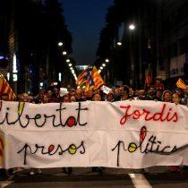 [VIDEO] Miles de personas piden en Barcelona libertad para líderes independentistas catalanes