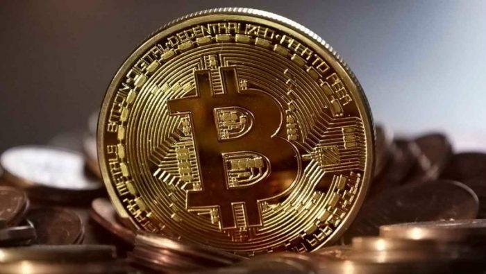 Bitcoin apunta a los US$10.000 en plena manía de criptomonedas y bancos centrales no tienen visión uniforme sobre como regularlas